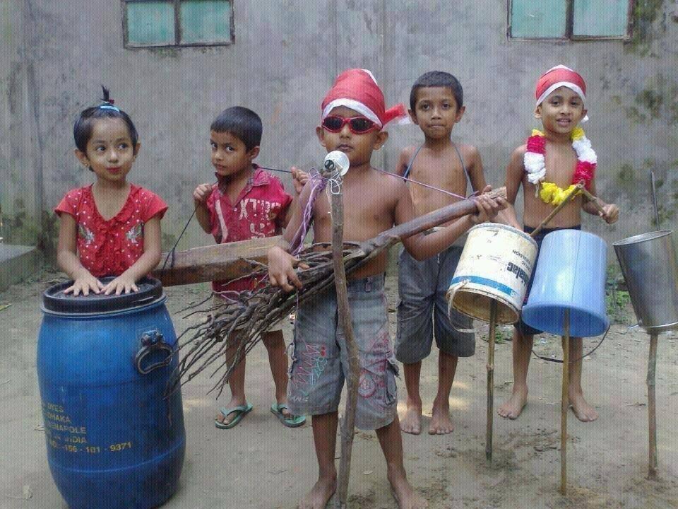 Fabricació d'instruments musicals amb materials d'un sol ús